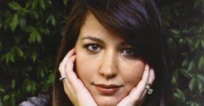 """Ecco come e quando """"intervistare"""" su Facebook la scrittrice Alessia Gazzola"""
